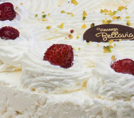 torta-panna-fragoline-pasticceria-bellavia