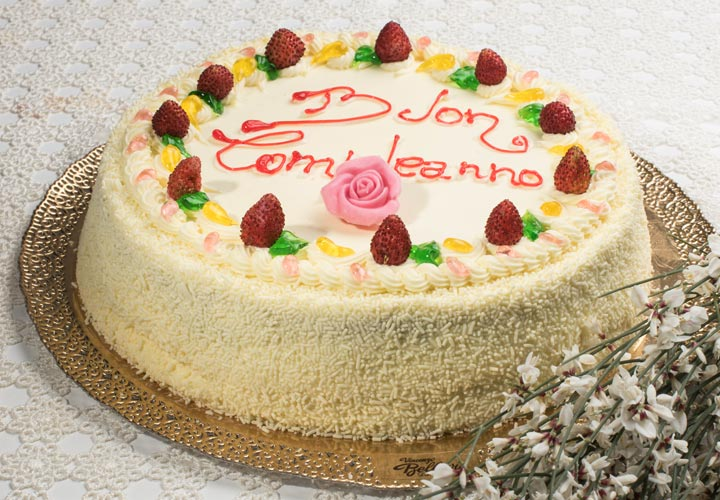 http://www.pasticceriabellavia.it/wp-content/uploads/2016/03/torta-chantilly-fragoline-pasticceriabellavia.jpg